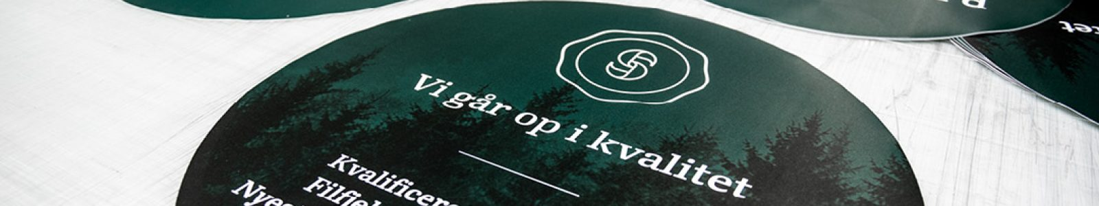Strandbygaard trykkeri viser udskæringer der kan f.eks. kan bruges til f.eks. skilte